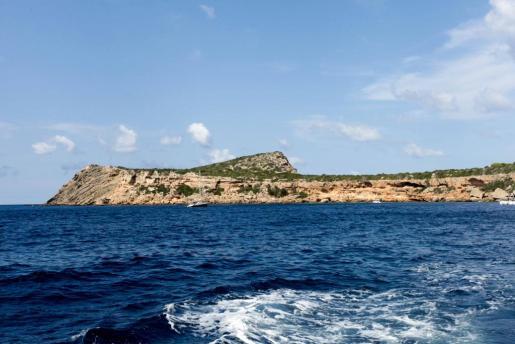 Vista de Tagomago desde el mar.