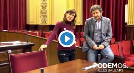 La grabación de un vídeo junto a la silla de Company en el que Camargo y Jarabo critican al exconseller ha irritado al PP, que denuncia que estos vídeos están prohibidos por la Mesa del Parlament.