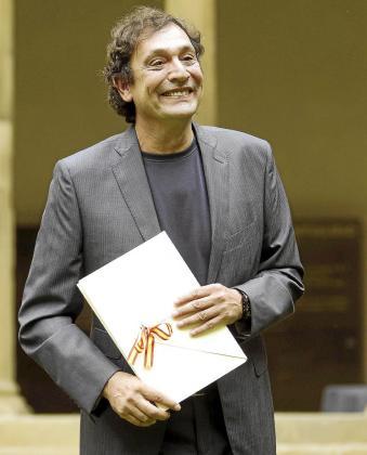 Agustí Villaronga recibió ayer en San Sebastián el Premio Nacional de Cinematografía.