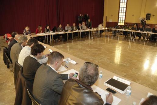 Miquel Ensenyat ha presentado en la Asamblea de Alcaldes la ordenanza contra el consumo abusivo de alcohol en fiestas populares.