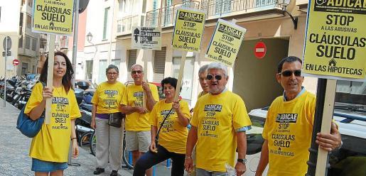 Los jueces admiten de forma mayoritaria las demandas contra las entidades por cláusulas abusivas en los préstamos hipotecarios. En la imagen, manifestantes afectados.
