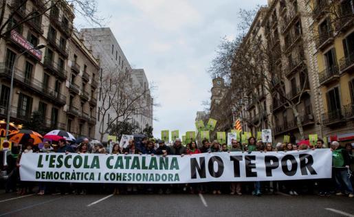 Cabecera de la manifestación convocada por la plataforma Som Escola, y el sindicato mayoritario USTEC, en defensa del modelo de inmersión lingüística en la escuela catalana.