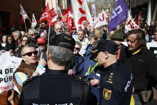 La policía durante la manifestación del sábado.