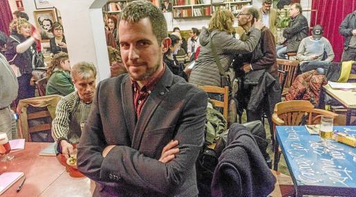 Jaume C. Pons Alorda posó para esta entrevista en la presentación del libro en Barcelona.