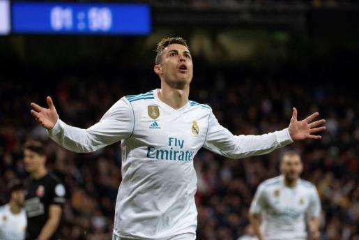 El delantero portugués del Real Madrid Cristiano Ronaldo celebra el segundo gol ante el Girona.