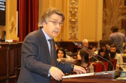 El líder de Ciudadanos en Baleares ha echado en falta algún mensaje de apoyo proveniente de la cámara autonómica.