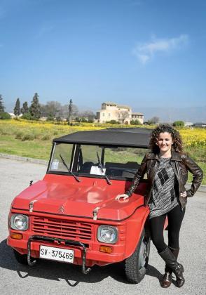 Alessadra Repetto es la propietaria de este precioso Mehari de 1981 que compró su madre y que ahora ella se ha traído desde Génova (Italia) a Mallorca