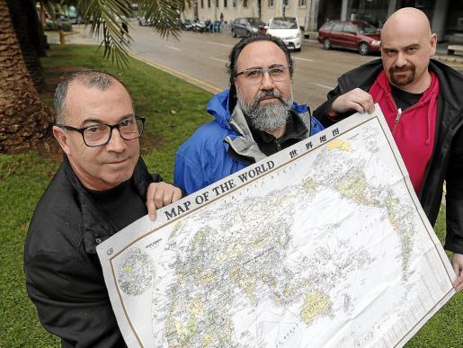 Toni Bonet, Joshua Roibal –director del proyecto–y Packo Jacko explicaron la expedición.