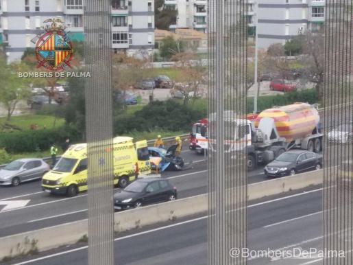 Un camión y dos coches colisionan en la Vía de Cintura de Palma.