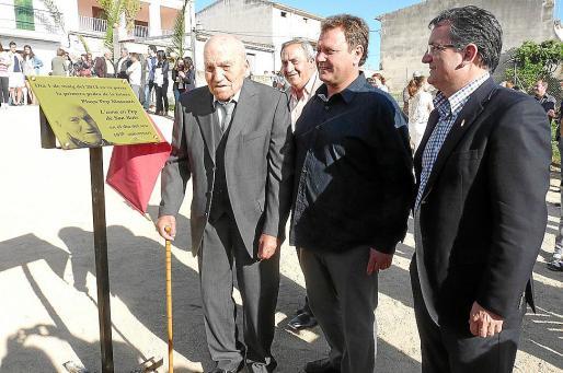 En 2012, cuando cumplió 105 años, Josep Mascaró descubrió una placa simbólica.