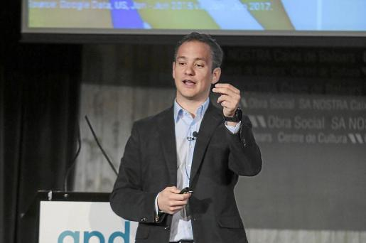 El directivo de Google ofreció en Palma una conferencias sobre las nuevas tendencias del mundo digital.