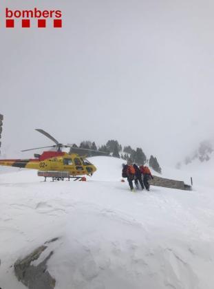 Una tercera persona ha sido rescatada y evacuada en un helicóptero medicalizado al Hospital de Vielha con politraumatismos graves.