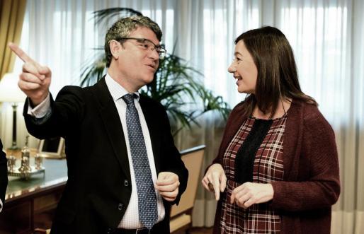El ministro de Energía y la presidenta del Govern, durante su encuentro en Madrid.