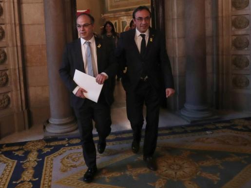 Jordi Turull (i) y Josep Rull este jueves en el Parlament.