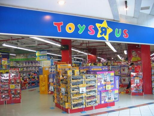 Lazarus fundó en abril de 1948 su primera tienda de muebles para bebé que un par de años después ofrecería también juguetes y productos para niños y luego, en 1957, daría el salto para convertirse en Toys 'R' Us.