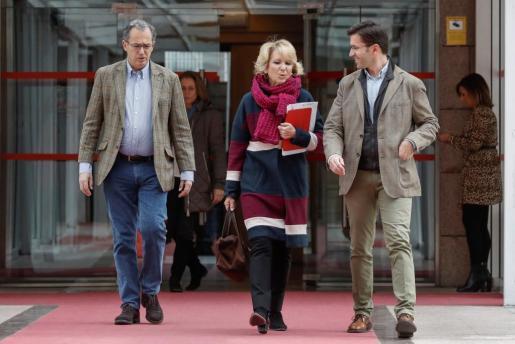 La expresidenta de la Comunidad de Madrid, Esperanza Aguirre, a la salida de su comparecencia en la comisión de corrupción de la Asamblea de Madrid.