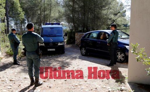 La Guardia Civil montó este viernes un gran operativo en el acceso a la finca de Porreres, que llevaba precintada desde el 24 de febrero, cuando ocurrieron los hechos.