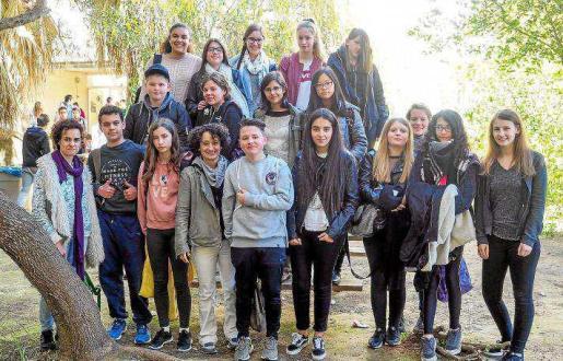 Los alumnos alemanes ayer por la mañana junto a sus compañeros en el IES Quartó de Portmany de Sant Antoni.