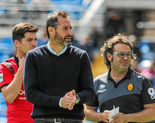 Vicente Moreno, durante el partido de ayer en Alicante.