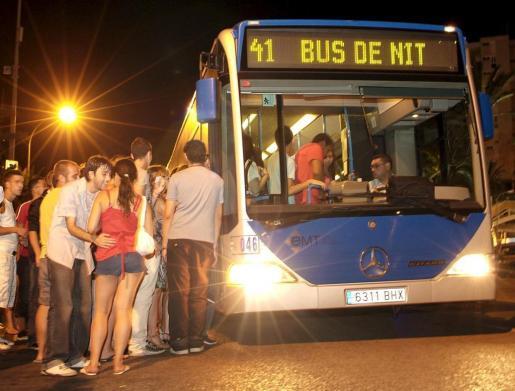 Los conductores de la EMT tendrán estatus de autoridad pública dentro del ámbito del funcionamiento del autobús y podrán detenerse detenerse entre paradas para reducir las situaciones de riesgo, como los abusos sexuales, algo que están poniendo en marcha ya diversas ciudades.