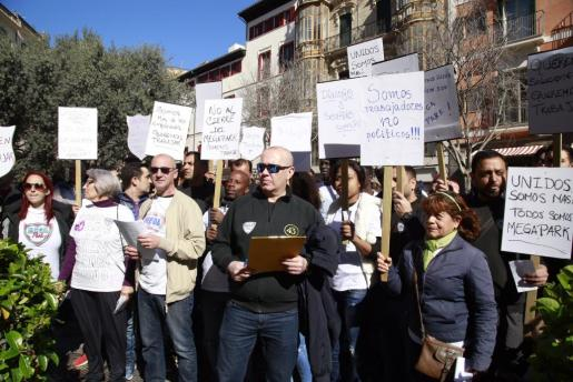 Alrededor de 250 trabajadores piden que el Ayuntamiento de Palma aclare el futuro de Megapark.