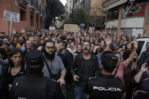 En paralelo a la protesta en la capital balear se han convocado concentraciones en varias ciudades valencianas.