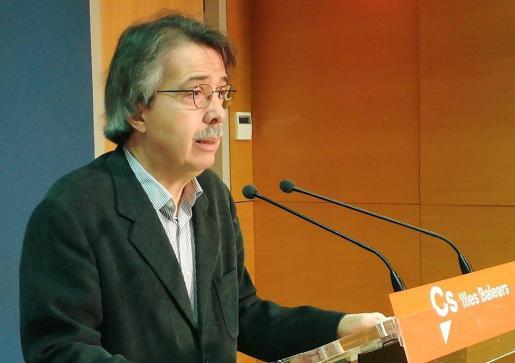 El líder de Ciudadanos en Baleares, en rueda de prensa.