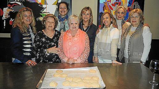 Carmen Oropesa , Aurora Vera, Ana Flavia López, Juana Bonet, Antonia Nadal, Margarita Rosselló, Concha Gómez-Puche y Carmen Carreras.