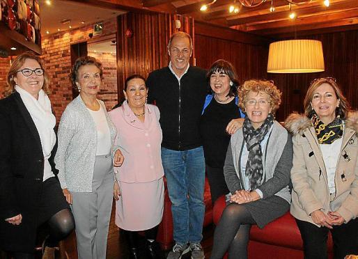 Toni Massanet, Manoli Barroso, Isabel Bayonas, José Romero, Maribel Morueco, Charo Pérez y Carolina Massanet.