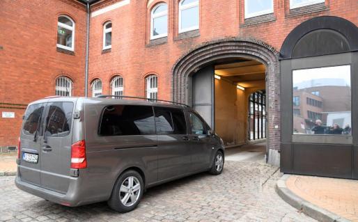 Imagen de archivo del vehículo que transportó este domingo a Puigdemont tras su detención en Alemania.