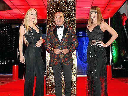 Ángela Cañellas y Carolina Cladera con Jaime Lladó, dieron la bienvenida a los asistentes.