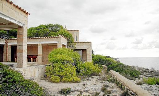 Imagen tomada ayer en Can Lis, una sencilla pero especial casa construida en los años sesenta, diseñada por Jorn  Utzon como una estructura orgánica a base de cubos y patios que los unen y que se integran en la naturaleza.