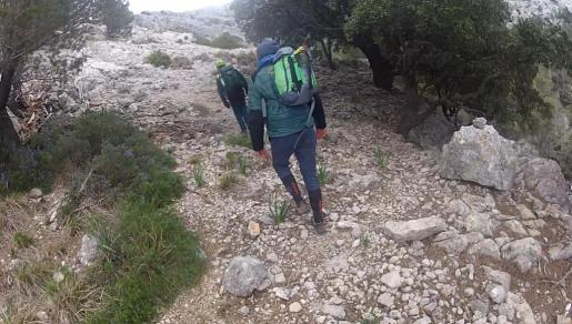 La Guardia Civil (GREIM) y Bomberos de Mallorca localizan y rescatan a un senderista que inició la excursión el día de ayer junto con un grupo de amigos.