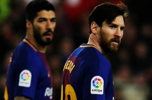Luis Súarez y Messi, con dos goles en un minuto, impiden la primera derrota del Barça