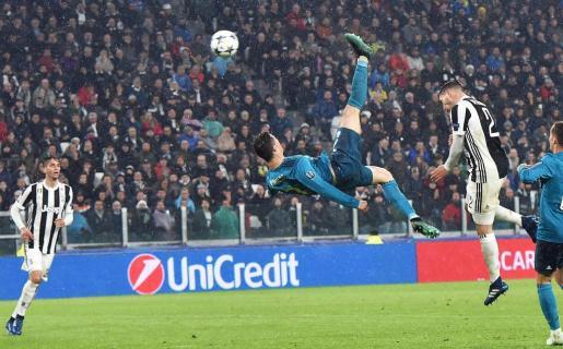 Cristiano Ronaldo (c) de Real Madrid anota el 2-0 contra Juventus, este martes 3 de abril de 2018, durante el partido de los cuartos de final de la Liga de Campeones.