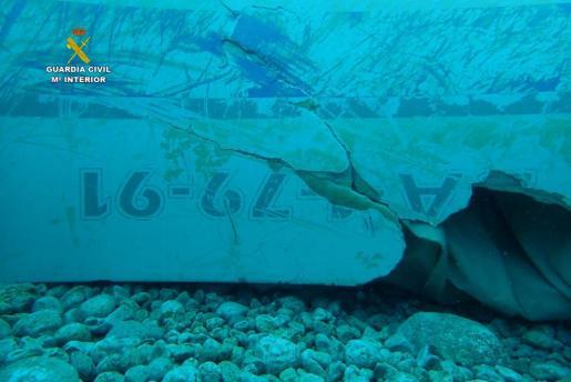 Imagen subactuática de la embarcación localizada en Cala Sant Vicenç.