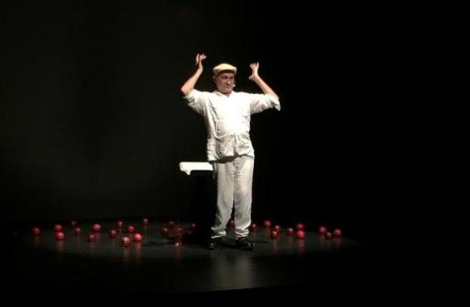 Pep Noguera protagoniza la obra de teatro 'Trans-plantar'.