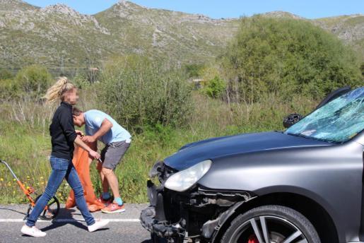 Imagen de la conductora, tras provocar el accidente.
