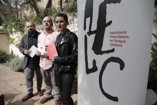 Pau Vadell, Jordi Mas López y Bel Olid, este viernes en Can Alcover.