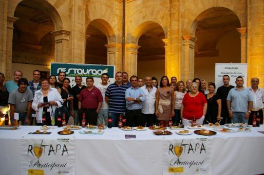 Acto de presentación de la III Rutapa de Llucmajor con los participantes y las tapas que proponen este año.