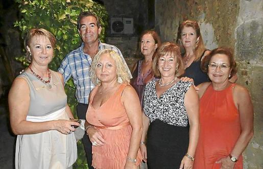 Toñi Sánchez, Rafael del Rey, Conchi Luque, Carmen Rodríguez, Conchi Pérez, Remedios Coca y Araceli Pérez.