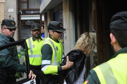 Asistida por el abogado Miguel Ángel Ordinas, la joven se ha mostrado bastante nerviosa durante su declaración. Respecto al accidente del pasado jueves, ha asegurado que conducía correctamente y ha culpado a los ciclistas del mismo.