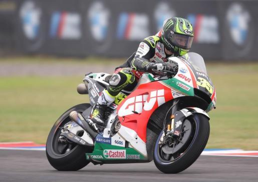 El piloto británico de MotoGP Cal Crutchlow, del equipo LCR Honda CASTROL, en acción durante las pruebas libres del Gran Premio de Argentina.