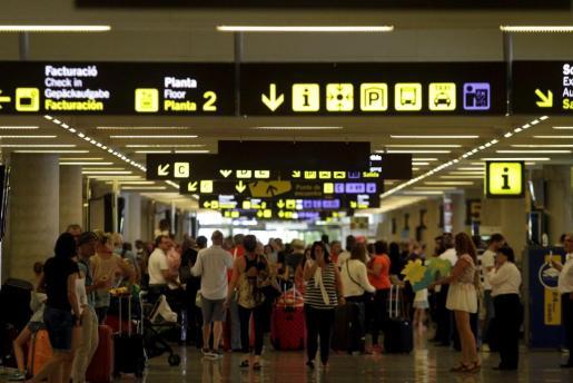Tráfico de pasajeros en el aeropuerto de Son Sant Joan.