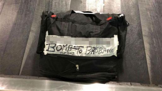 Imagen de la maleta con el inquietante mensaje.