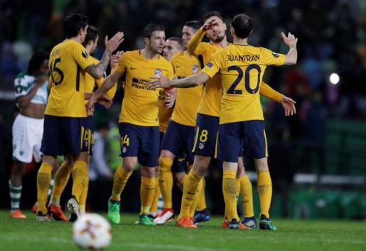 Los jugadores del Atlético de Madrid celebrando su pase.