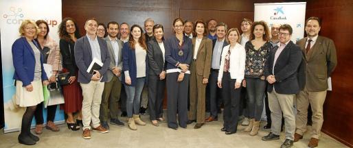 Foto de familia de organizadores, patrocinadores y colaboradores en la presentación de Connect'Up, celebrado el martes en la sede de CaixaBank en Balears, en Palma. Se valorarán los proyectos de economía azul, biotecnología, turismo y TIC e industrias creativas.