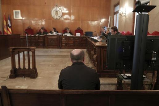 El fiscal pedía en su escrito de acusación una pena de 17 años de prisión.