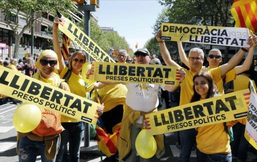 La parafernalia de color amarillo se ha convertido en un símbolo a favor de la excarcelación de los políticos presos. Imagen de la manifestación de este pasado domingo en Barcelona.