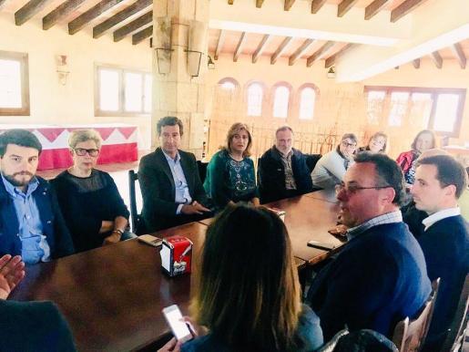 El presidente del PP en Balears, Biel Company, durante su visita este lunes a la barriada de La Vileta.